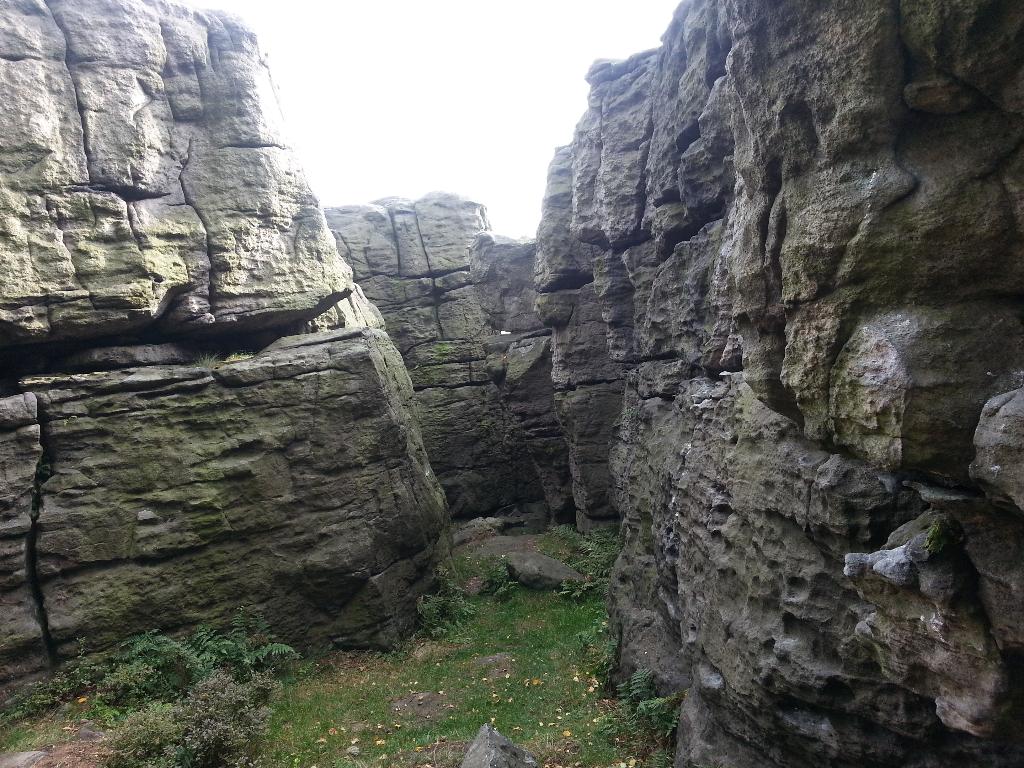 Skály na boulder na Děčínském Sněnžníku