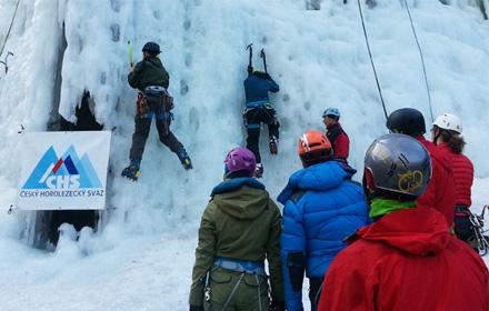 Ledolezci o ledové stěny