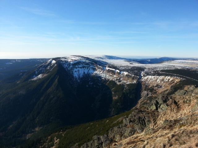 Pohled na Obří Důl se sněhem