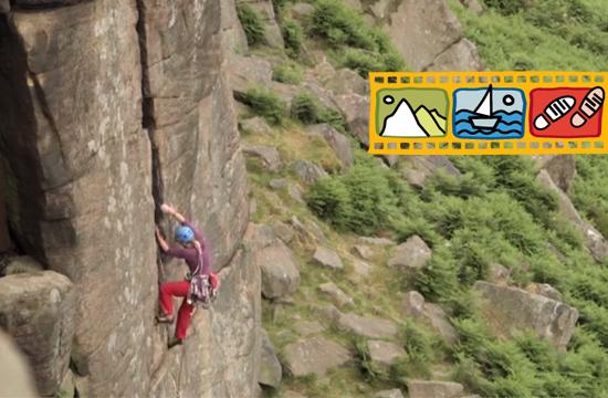 Expediční kamera 2017 - screenshot z dokumentu Projekt Moffat, kdy leze horolezkyně na vrchol.
