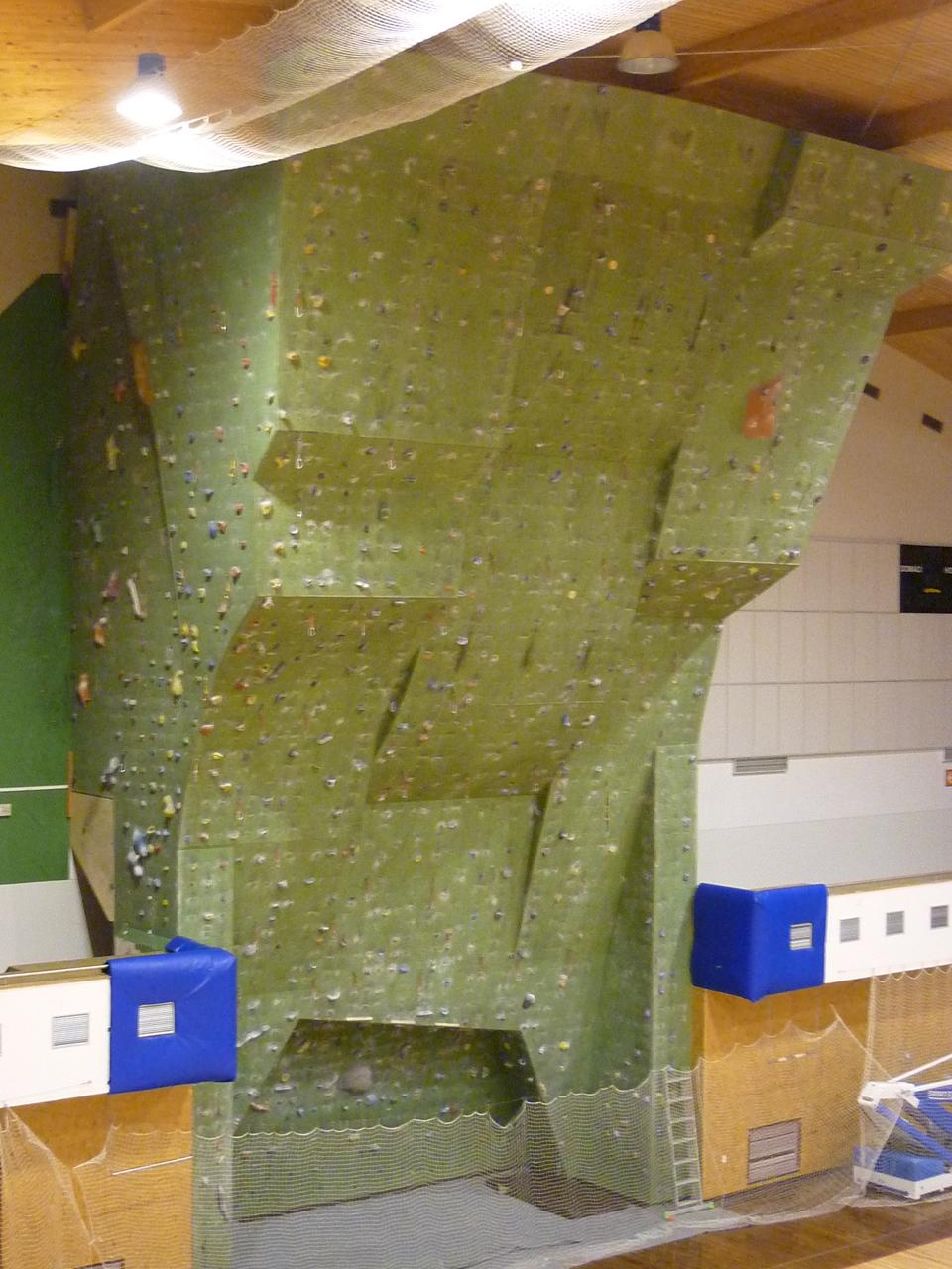 Lezecká stěna, Svitavská stěna, lezení v převisu na stěně