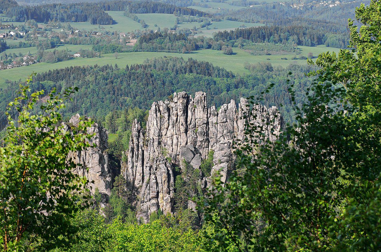 Suché skály v Českém ráji pohled na vrcholy shora