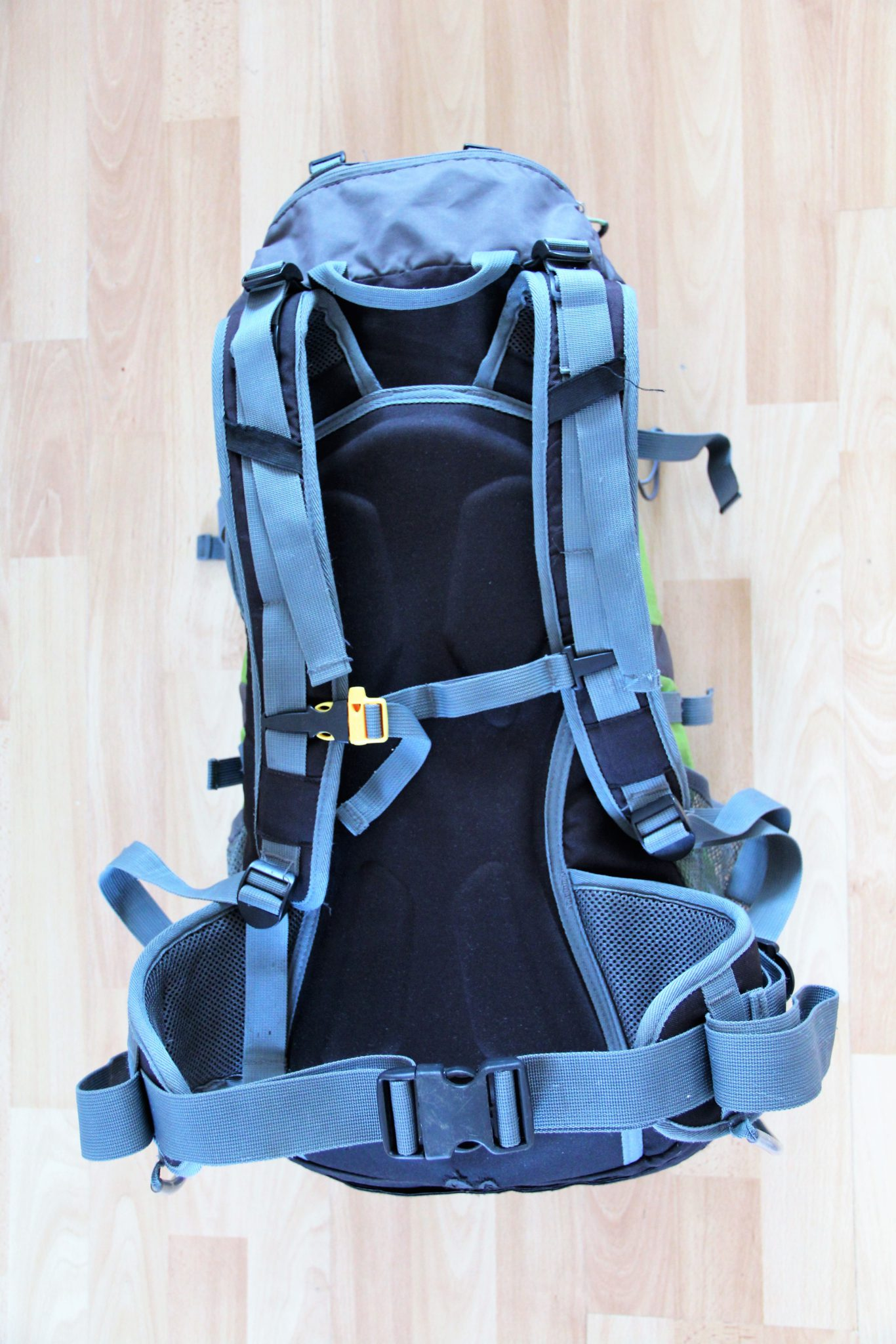 Batoh střední velikosti s nastavitelnými popruhy