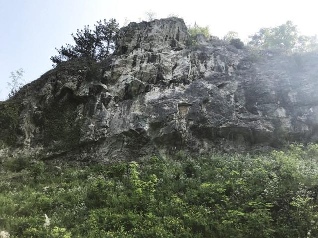 Tetínské skály masiv Pod Vodopádem