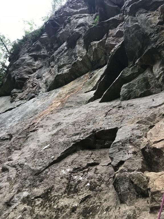 Tetínské skály masiv Rajbas