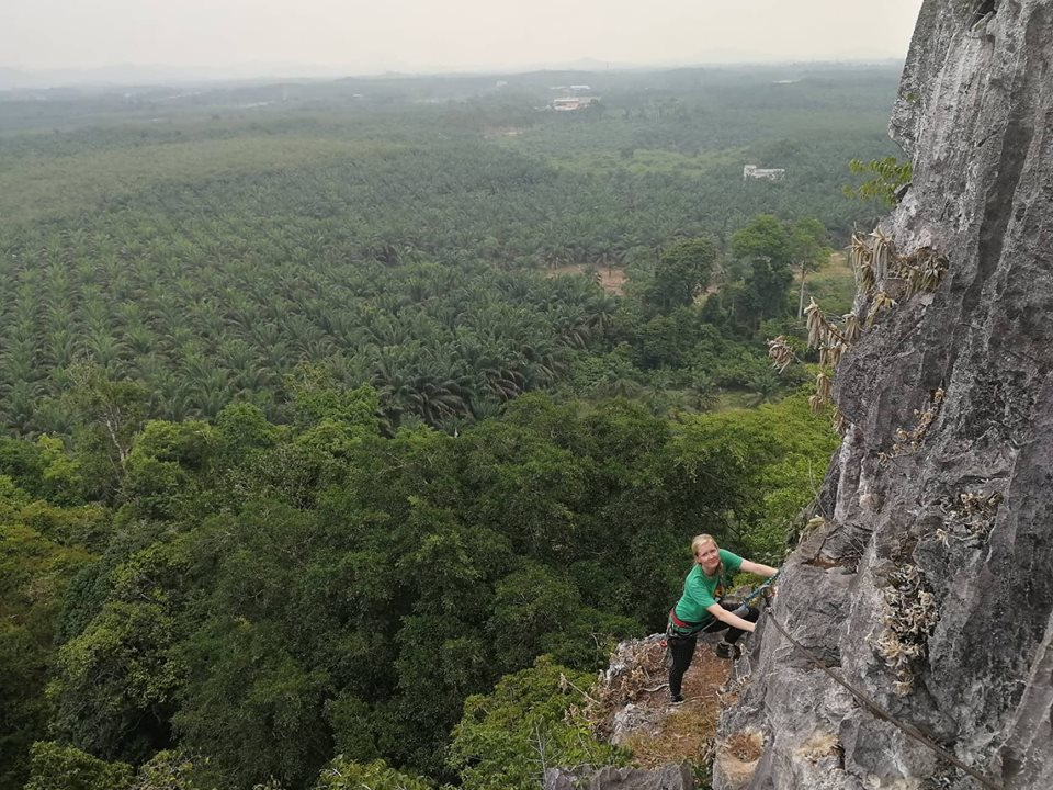 Traverz na ferratě Jaya Gunung