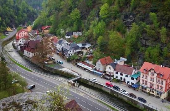 Pohled z Janovské vyhlídky na Hřensko