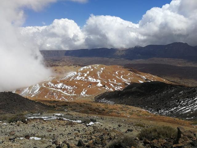 Montaña Blanca pohled z treku na vrchol Pico del Teide