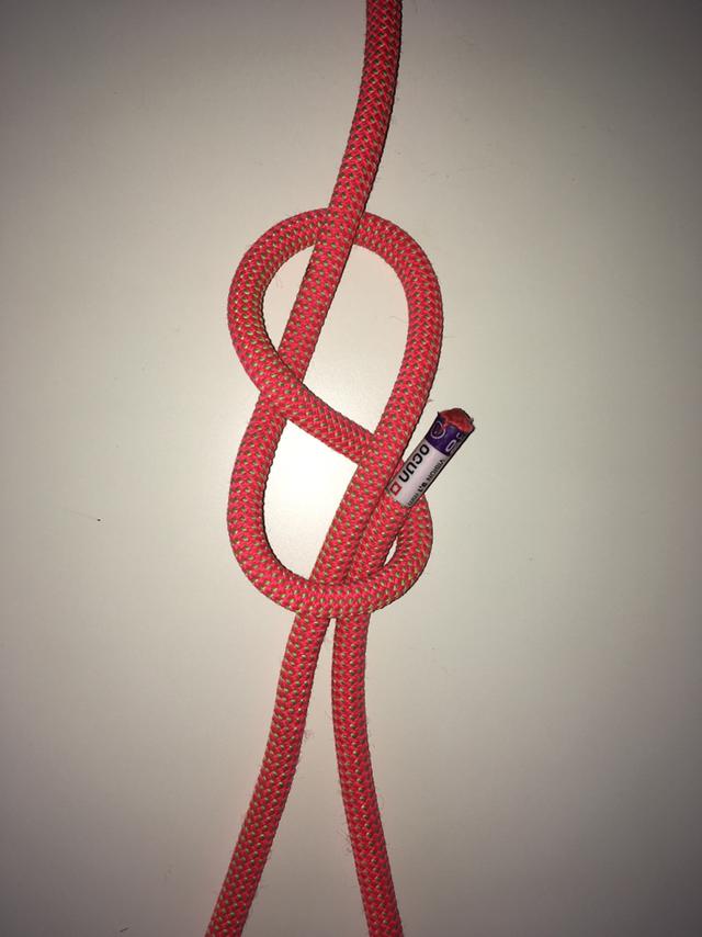 Čtvrtý krok horolezeckého osmičkového uzle provklékání lana