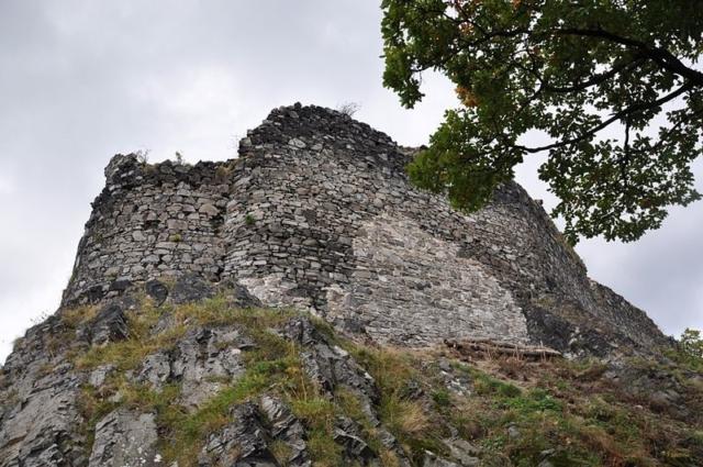 Hrad Blansko na čedičové skále