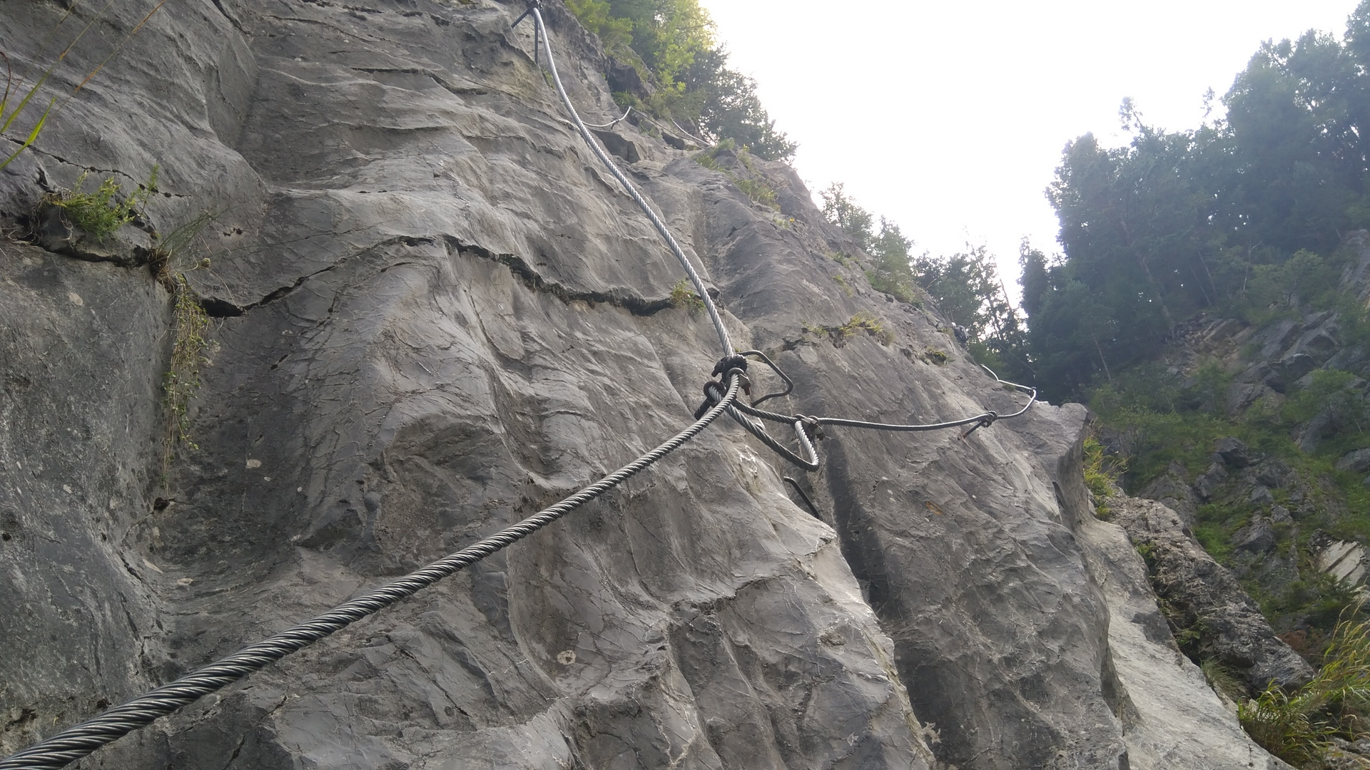 Polovina ferraty v Tatranské dolině a rozdělení cest do dvou směrů