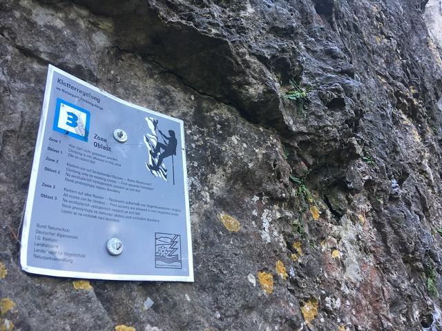 Zóna 3 - lezení až na vrchol není povoleno
