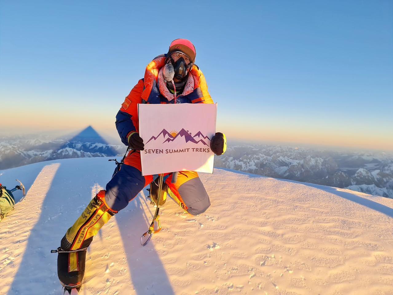 První foto zimního výstupu z vrcholu K2